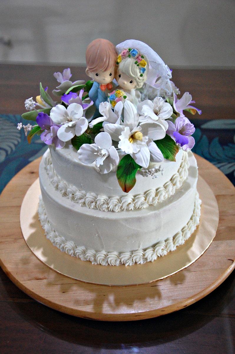 Rusty White And Purple Theme Wedding Cake Scrumbtious