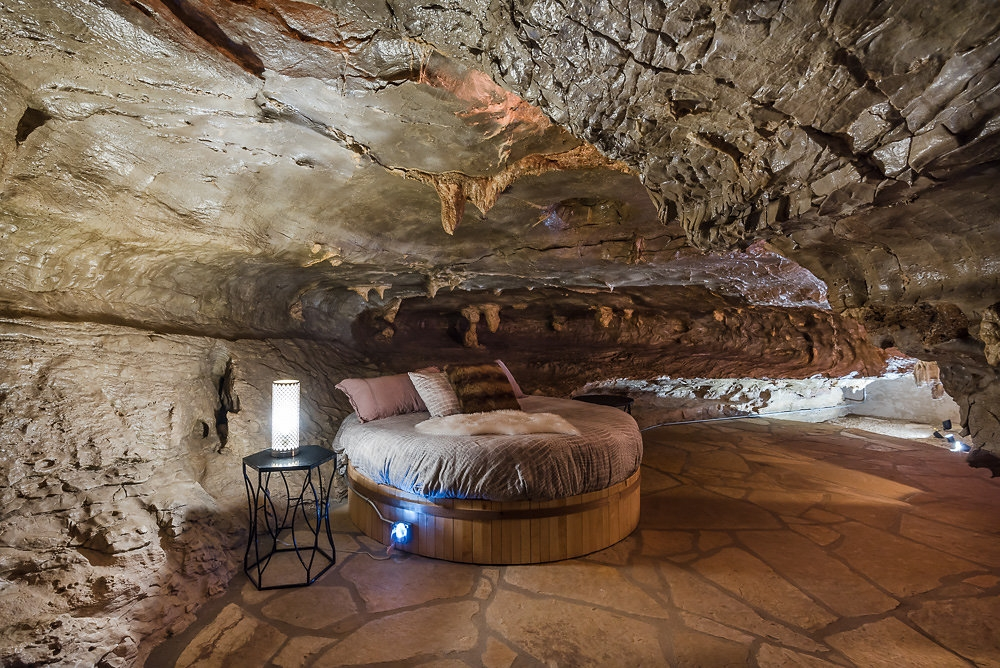 17-The-Beckham-Creek-Cave-Home-in-the-Ozark-Mountains-www-designstack-co