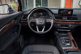 Interior view of 2018 Audi Q5 2.0T quattro S