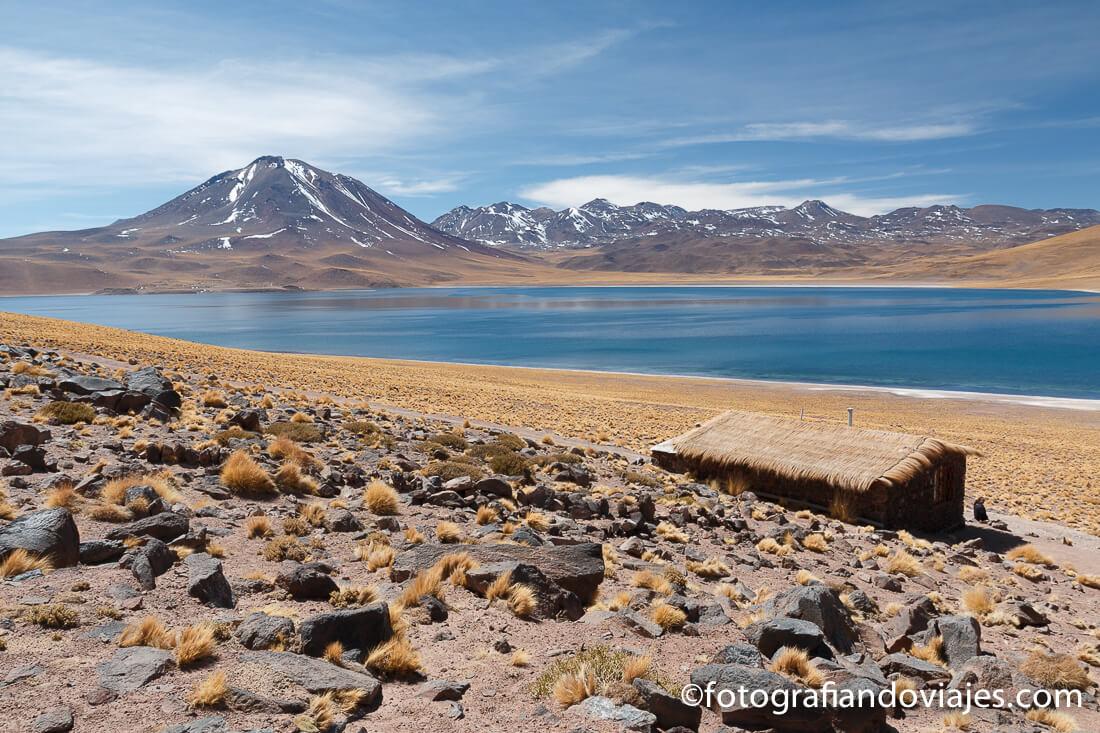 Lagunas altiplanicas Miscanti, desierto de Atacama en Chile