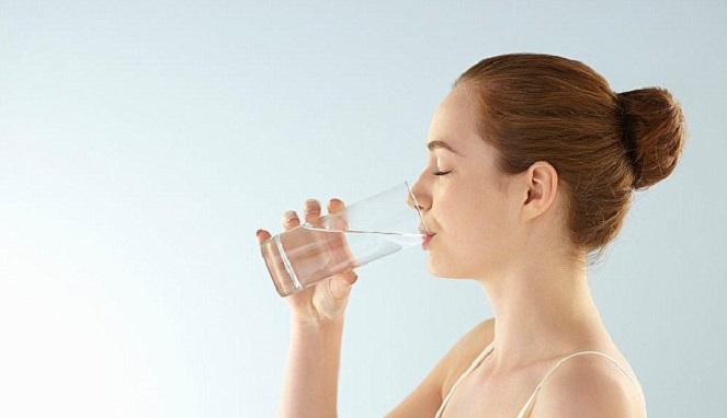 Hasil gambar untuk minum air putih
