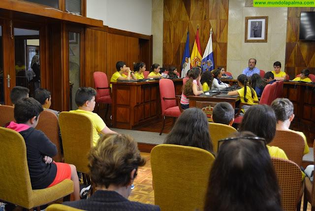 Alumnado del CEIP Gabriel Duque Acosta conoce el funcionamiento del Cabildo Insular
