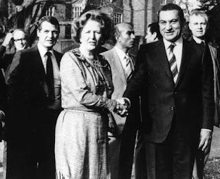 """وثائق سرية بريطانية: مصر حذرت بريطانيا من """"مؤامرة لاغتيال"""" مبارك في لندن"""