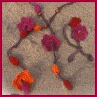 collar de flores y bolas