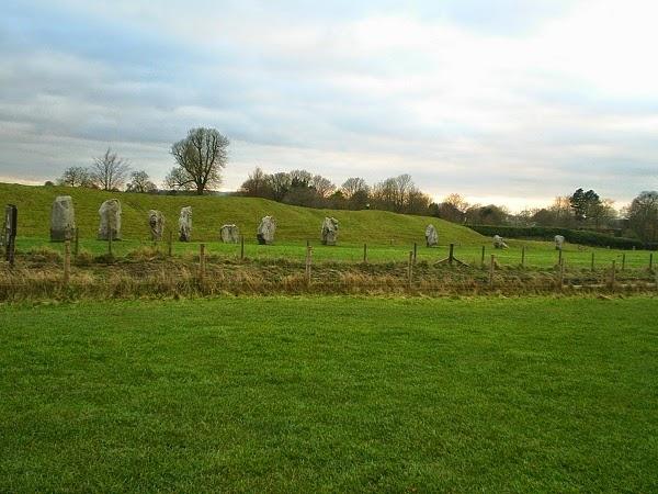 Avebury henge, Row of standing stone