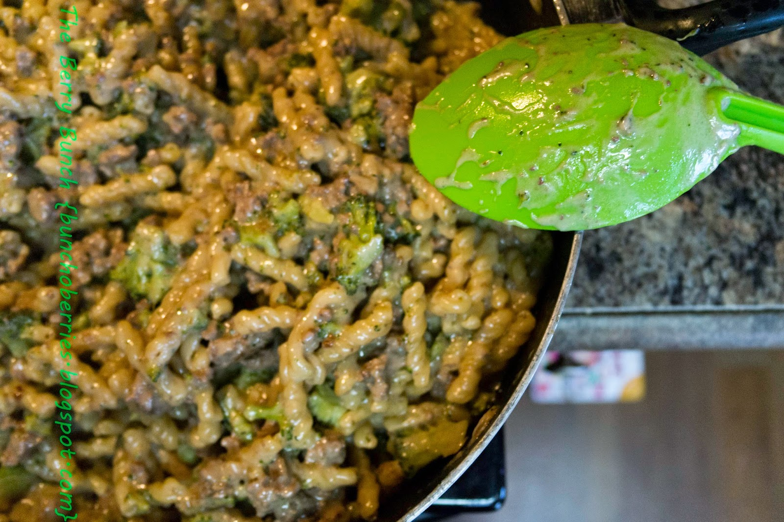 The Berry Bunch: What's For Dinner: Beef and Broccoli One Pot Wonder {Recipes}