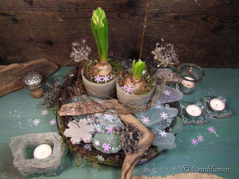 Winterdeko mit Eiskristallen