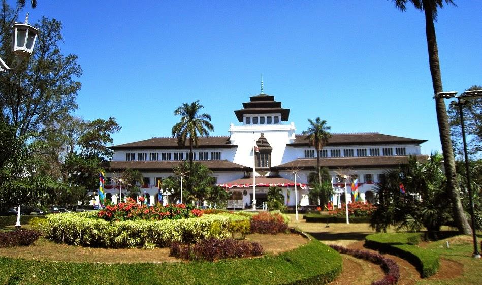 Gedung Sate Di Bandung Gedung Bernilai Tinggi Piknik Asyik
