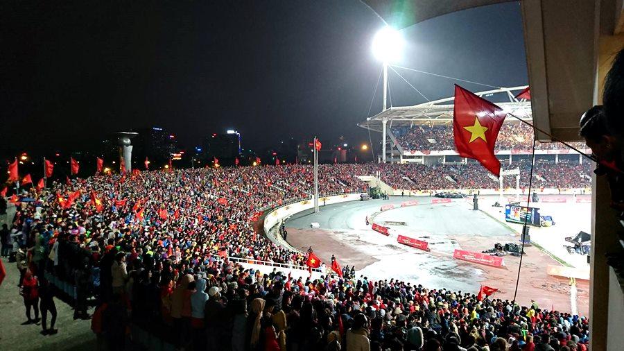 Sân Mỹ Đình nhuộm đỏ sắc cờ đón chào đội tuyển U23 Việt Nam