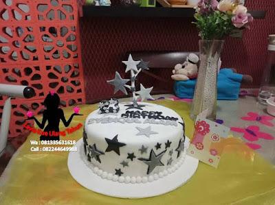 Kue Tart Fondant Pesanan dari Karawang buat ultah si dia di Bluru Sidoarjo
