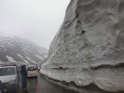 Jalan terjal menuju Rohtang Pass