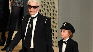 Morre o estilista Karl Lagerfeld, diretor criativo da Chanel e da Fendi