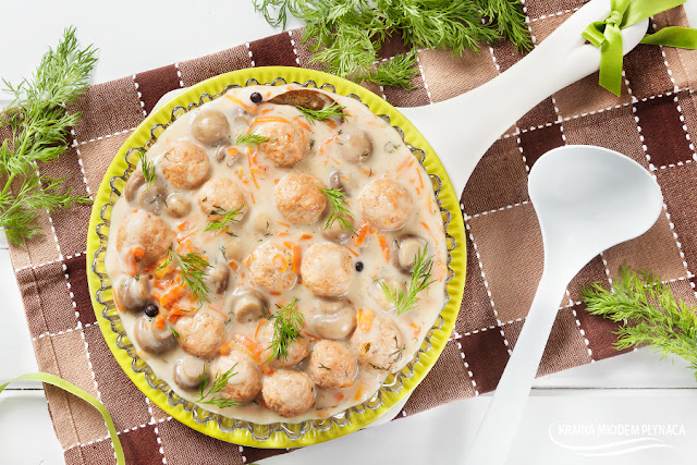 pulpeciki drobiowe, pulpeciki z indyka, pulpeciki gotowane, pulpeciki w sosie, pulpety drobiowe, pulpety z indyka, pulpety gotowane, pulpety w sosie, sos pieczarkowy, sos marchewkowy, sos do mięsa, sos do pulpetów, jak zrobić pulpety, dania dla dzieci, dania fit, kraina miodem płynąca
