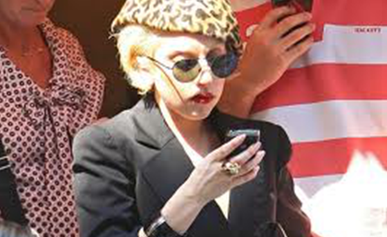 Lady Gaga Use Blackberry Smartphone