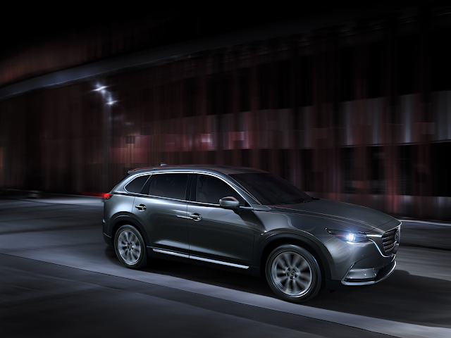 Front 3/4 view of 2019 Mazda CX-9