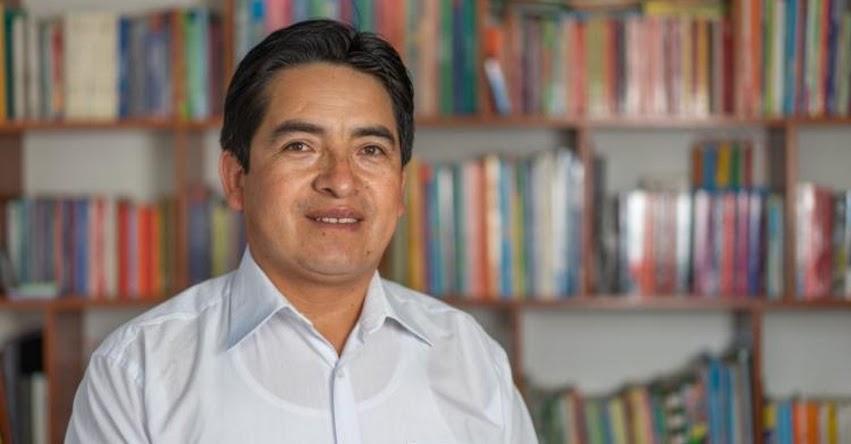 SANTOS GUEVARA RUIZ: Conoce al profesor cajamarquino entre los 50 finalistas al «Nobel de Educación»