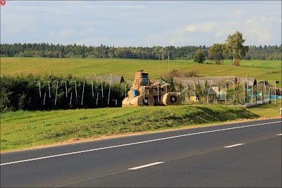 Соломенный трактор, дорога на Дожинки-2011