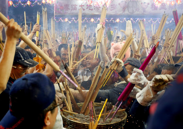 How Chinese celebrate the Lunar New Year
