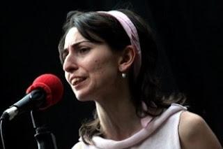 Ayşenur Kolivar'ın seslendirdiği E Asiye şarkısının sözlerini sitemizde bulabilirsiniz.Ayrıca E Asiye'nin Türkçe şarkı sözleri de sitemizde yer almaktadır.