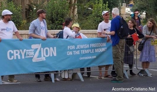 Cristianos apoyan a judíos al derecho en el Monte del Templo
