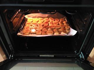 Introducción de la bandeja en el horno