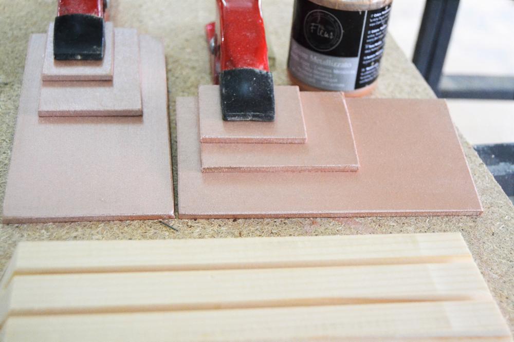 Diy, nuevo diseño en madera os cuento como realizar un portapapeles  handmade y además presentamos un diseño nuevo, un calendario perpetuo ideal para cualquier mesa de trabajo