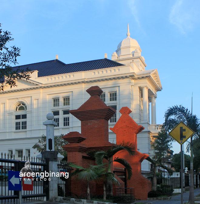 gedung bank indonesia cirebon