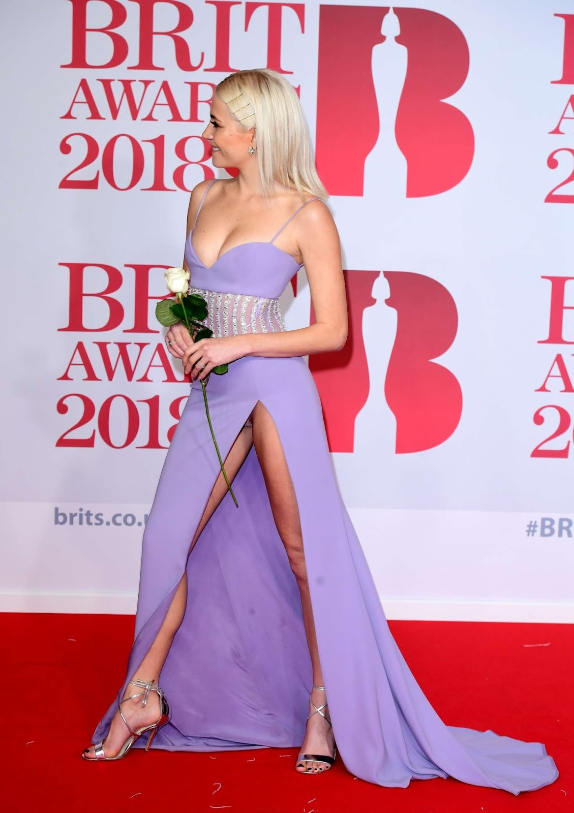 Pixie Lott suffers embarrassing wardrobe malfunction