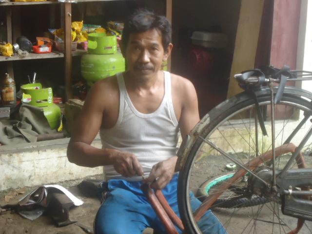 Menambal Ban Sepeda