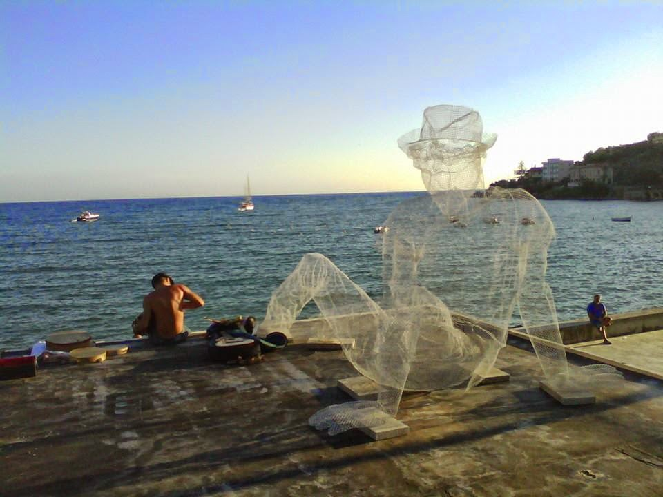 Unveiling a new sculpture, Edoardo Tresoldi was part of the newest edition of Oltre Il Muro Street Art Festival which recently took place on the streets of Sapri in Italy.