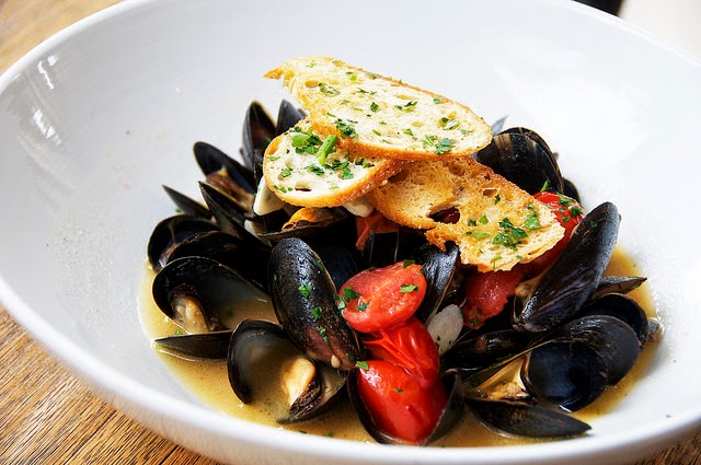 Christopher Stewart, Eating Fabulously, fab recipe, mussels, seafood, chorizo, NYC