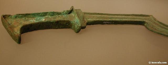 Veja também uma magnífica lâmina de uma khopsh egípcia