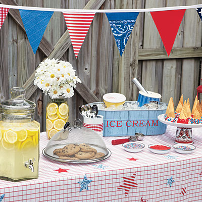This Memorial Day ice cream bar with fresh cookies and lemonade is festive.