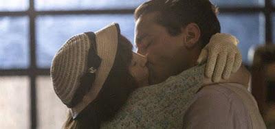 Clotilde (Simone Spoladore) tascará um beijão em Almeida (Ricardo Pereira) em Éramos Seis