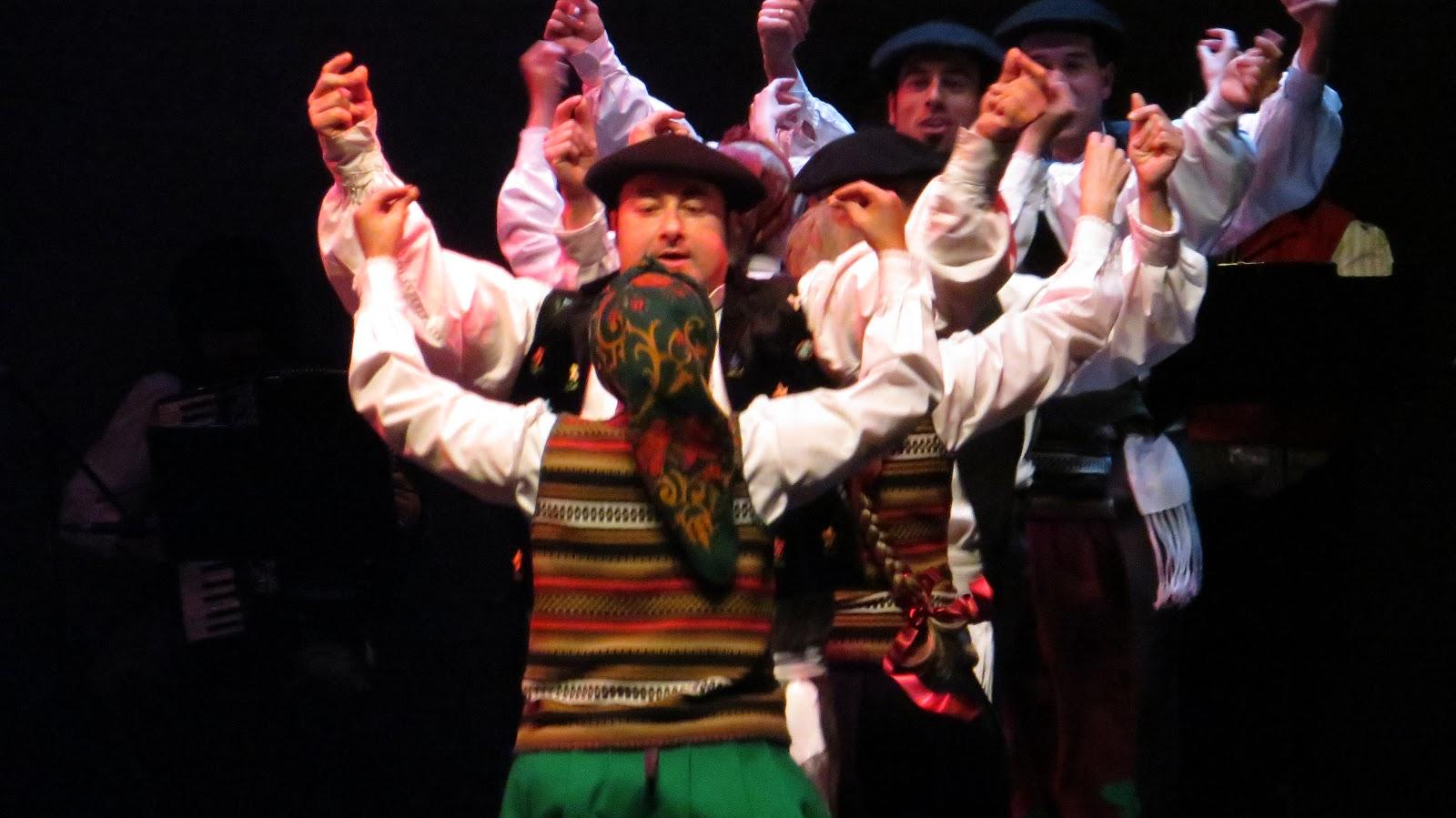 Función de danza del festival del Ibarra-kaldu en el Teatro Barakaldo