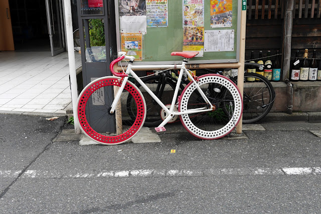 red fixed gear bike in tokyo japan