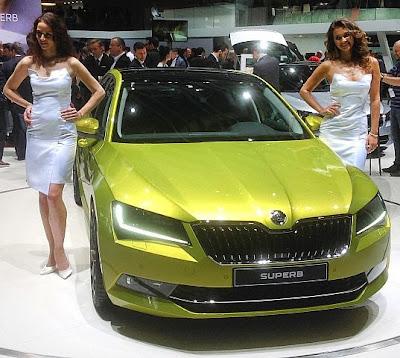 Güzel olan mankenler mi, modeller mi yani otomobiller mi?