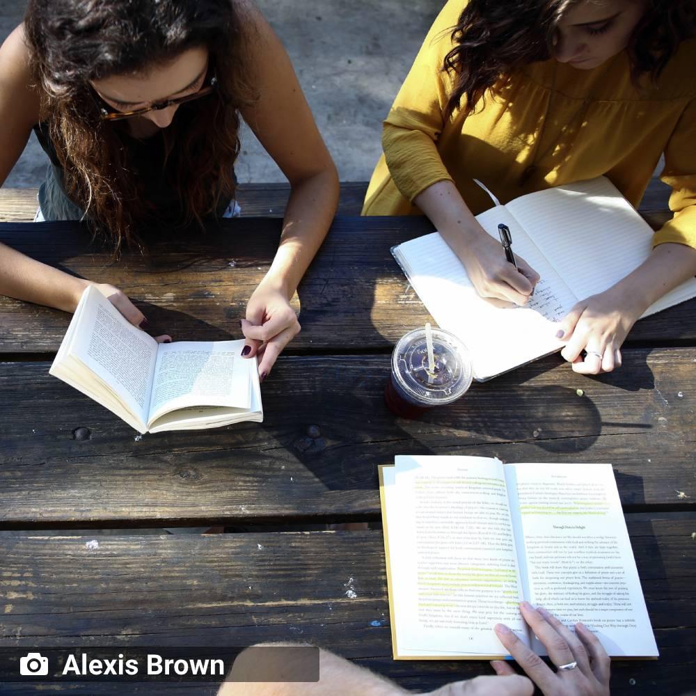 ambiente de leitura carlos romero jose nunes gosto incentivo leitura poesia neruda encontro onibus