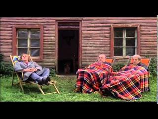 Gérard Depardieu, Bernard Blier et Jean Carmet sous couvertures, dans Buffet froid
