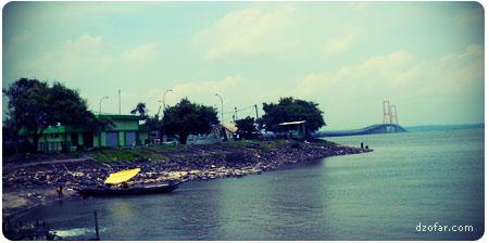Pantai dekat Suramadu