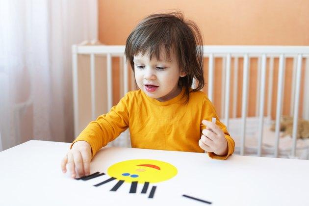 الفرق بين التطور النموذجي والنمطي عند الأطفال