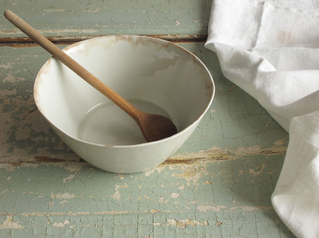 Beautiful natural and organic pottery from Margarida Melo Fernandes - found on Hello Lovely Studio