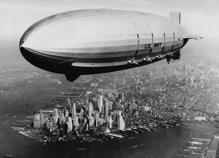 Дирижабль «Macon» над Манхеттеном