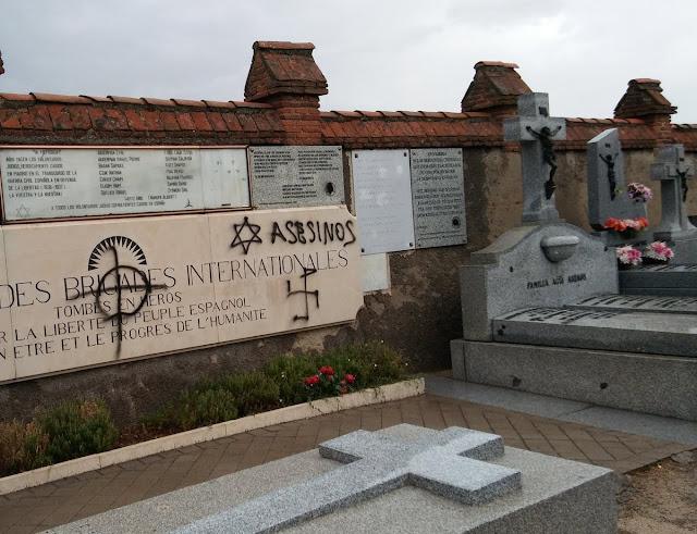Pintan con símbolos nazis y antisemitas las tumbas de las Brigadas Internacionales