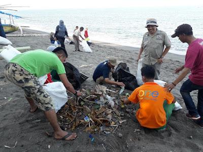 Lombok Care Comunity Gelar Bersih Pantai