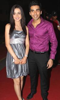Foto Sanaya Irani dengan Suaminya Mohit Sehgal