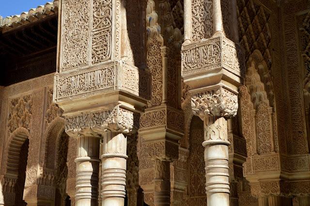Alhambra w Granadzie zbudowana za słowa
