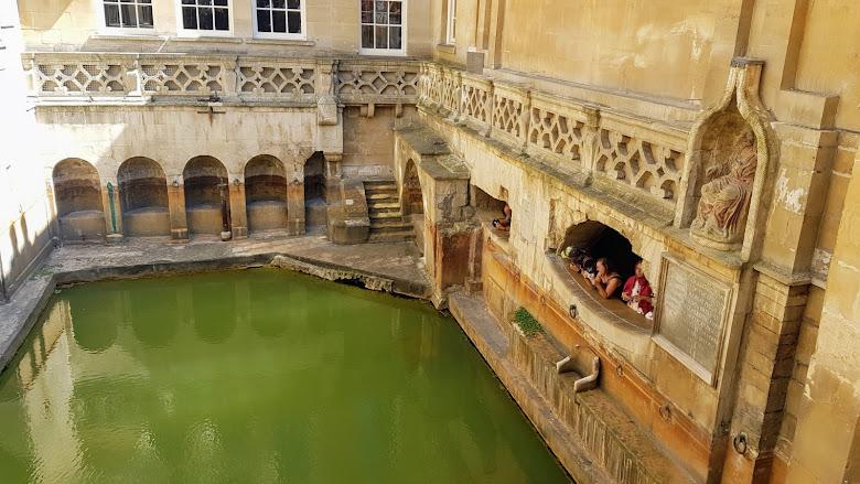 另外一側的蓄水池