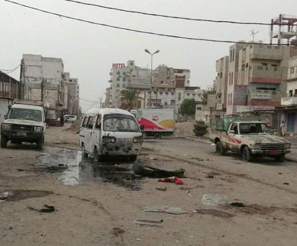 طيران التحالف العربي يرتكب مجزرة بشعة أمام بوابة مستشفى الثورة في الحديدة