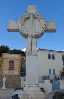 το μνημείο των πεσόντων Μεσσήνιων κληρικών στην Καλαμάτα